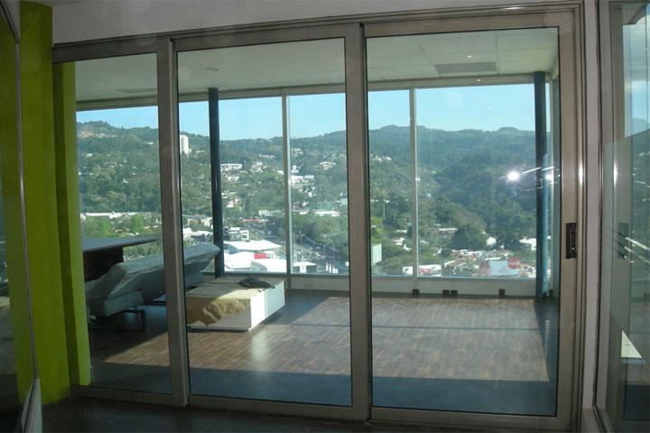 Fotos de proyectos ventanas y puertas contraste for Ventanales grandes de segunda mano