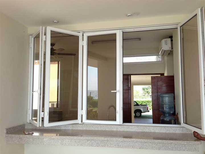 Puertas plegables soluciones para abrir e incorporar for Precio de puertas plegables